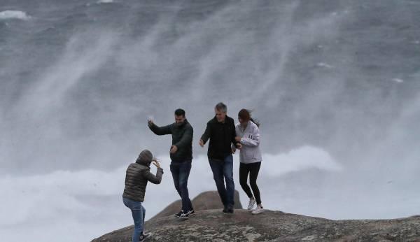 Ventos de máis de 100 quilómetros por hora nunha noite de temporal na que se alcanzaron refachos de 131 km/h en Viveiro