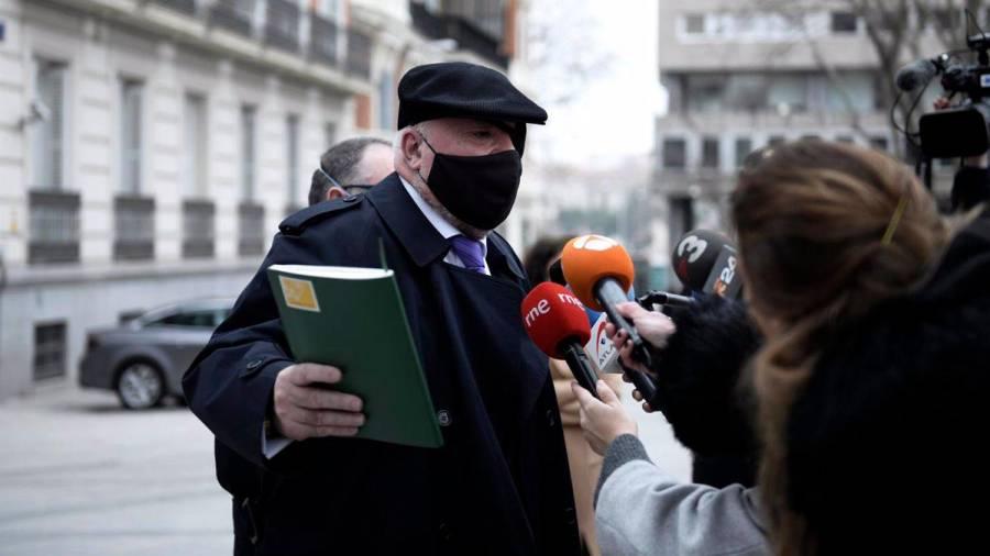 El juez permite al excomisario Villarejo que sus comparecencias sean semanales y no diarias