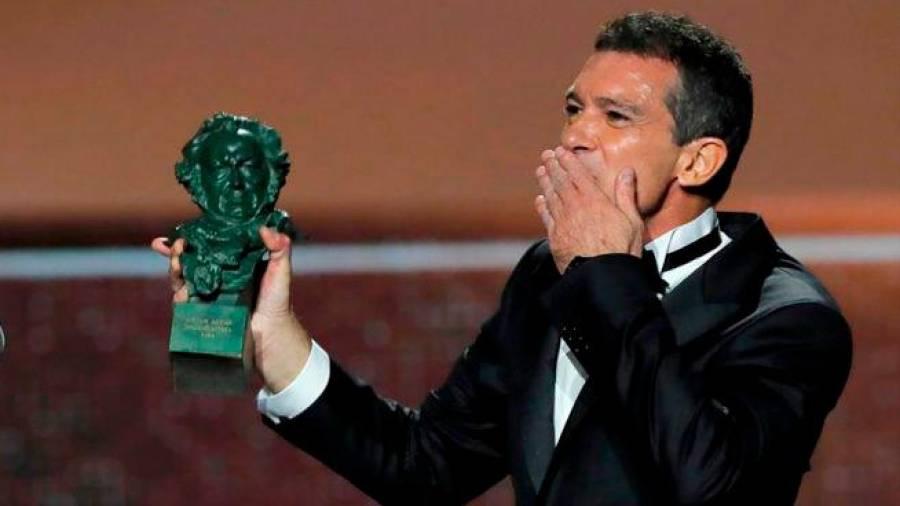 Hoy Antonio Banderas, el zorro, cumple ya 60 años